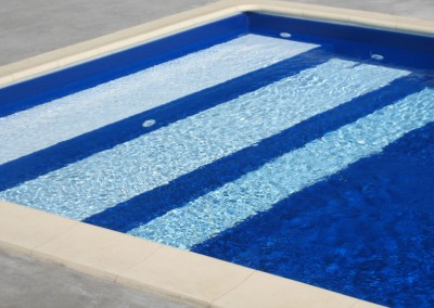 Acquafertpool Piscina privata acqua blu ingresso alla vasca