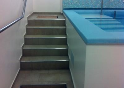 Acquafertpool scala d'ingresso in muratura con lavapiedi