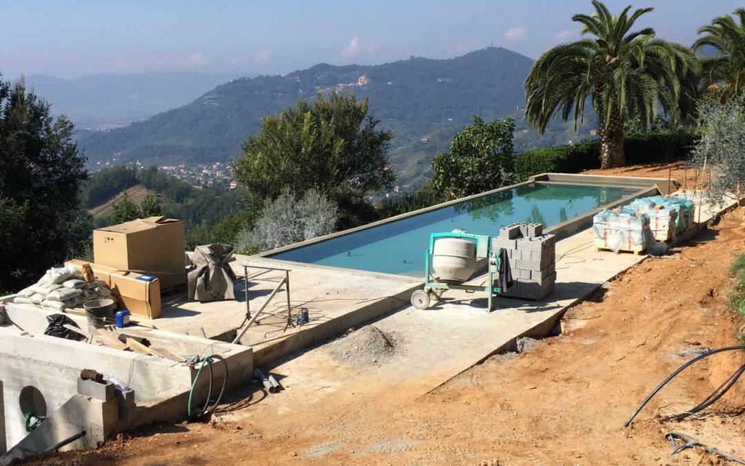 Cantiere di piscina in villa